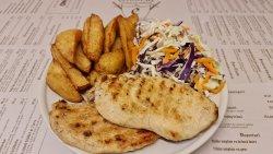 Meniu piept de pui la grătar + cartofi prăjiți + salată de varză image
