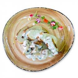Piept de pui cu ciuperci și smântână image