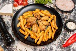 Aripioare de pui cu cartofi prajiti image
