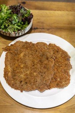 """""""Schnitzel""""  de viţel cu salată verde sau piure de cartofi image"""