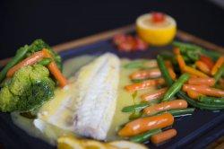 Biban de mare file cu legume mixte image