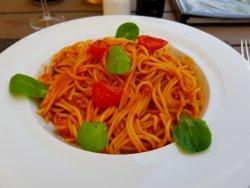 Spaghete cu roșii și busuioc image