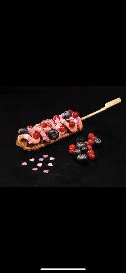 Waffle on stick FOREST CREAM image