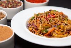 Noodles cu pui și legume image