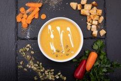 Supă cremă de legume și crutoane cu ulei de măsline image