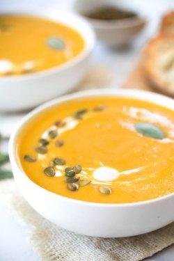 Supă cremă de legume cu semințe coapte image