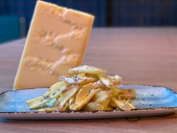 Cartofi Prajiti Pecorino si Ierburi Provence. image