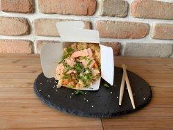 Wok cu orez și somon