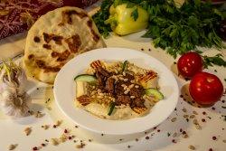 Hummus cu carne si muguri de pin image