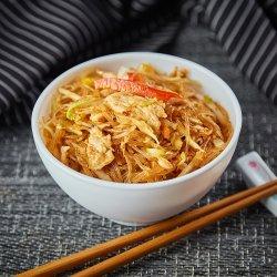 Tăieței de orez cu pui și legume image