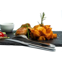 Mușchiuleț de porc cu sos brie și cartofi cu rozmarin image