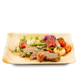 Mușchiuleț de porc cu legume la grătar image