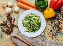 Salată de castraveți cu usturoi (de post) image
