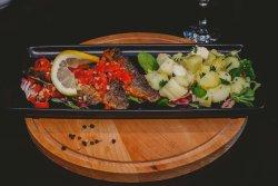 Biban de mare cu sos mediteranean și cartofi nature image