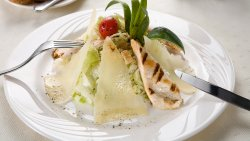 Salată Caesar cu piept de pui image