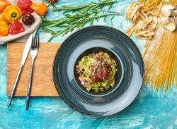 Tagliatelle cu sos pesto și roșii uscate image