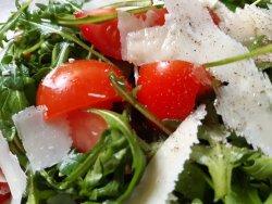 Salata de rucola,parmezan si rosii cherry image