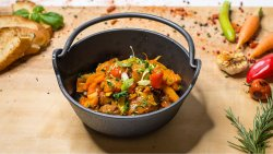 Tocăniță de vițel cu legume image