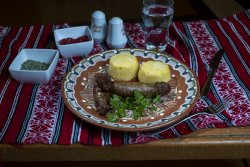 Cârnați de casă la grătar cu mămăliguță/Grilled homemade sausages with polenta  image