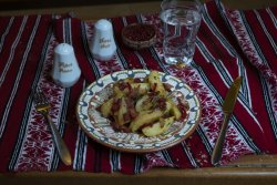 Cartofi country/ Potatoes in country style image