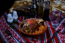 Ciolan afumat cu varză călită/Smoked pork knuckle with cabbage image