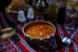 Ciorbă de fasole cu afumătură și tarhon/Bean soup with smoked meat and tarragon image