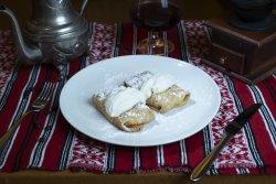 Clătite cu brânză dulce și stafide/ Pancakes with sweet cheese and raisins image