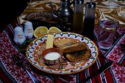 File de crap prăjit cu mămăligă și mujdei/Fried carp fillet with polenta and garlic sauce image