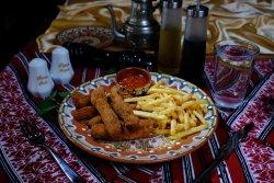 Gujoane de pui cu cartofi prăjiți și sos/Chicken sticks with French fries and sauce    image