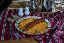 Iahnie de fasole cu cârnat de casă/Bean stew with homemade sausages image