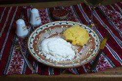 Mămăliguță cu brânză și smântână/Polenta with salted cheese  and sour cream image