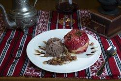 Măr copt cu înghețată (Mere imperiale)/ Baked apple with ice cream (Imperial Apples) image
