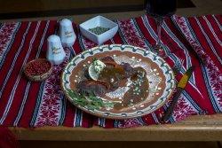 Mușchi de vită cu sos de piper verde/Beef tenderloin with green pepper sauce image
