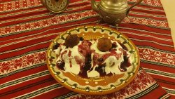 Papanași cu smântână și dulceață/ Donuts with sour cream and jam image