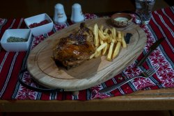 Pui la ceaun cu cartofi prăjiți și mujdei de usturoi/Chicken in the pot with French fries and garlic sauce  image