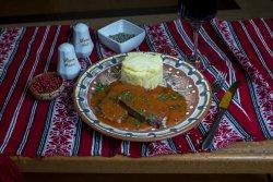Pulpă de vită la tavă cu piure de cartofi/Beef pulp on a tray with mashed potatoes  image