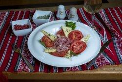 Salată cu capresse si prosciutto/ Salad with capresse and prosciutto image