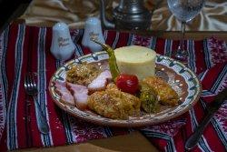 Sarmaleîn foi de varză cu mămăliguță și ardei iute/Stuffed cabbage rolls with polenta and hot pepper image