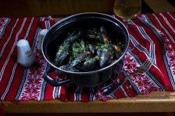 Scoici în sos de vin/Clams in wine sauce image