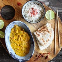 Piept de pui în sos curry, cu cardamom și orez basmati image