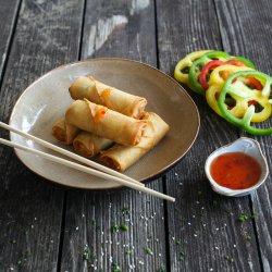 Pachețele de primăvară cu legume asiatice și sos sweet-chilli image