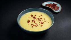 Supă cremă de cartofi cu praz și crispy prosciutto  image