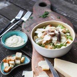 Salată Caesar cu pui, anșoa marinată și dressing image