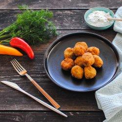 Chifteluțe de legume cu brânză feta și tzatziki image