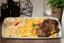 Ceafa de porc cu cartofi prajiti si salata de varza image