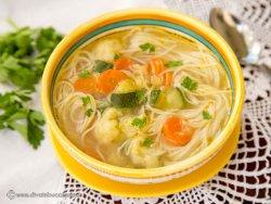 Supa de legume cu taitei image