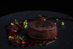 30% REDUCERE: Lava cake cu fructe de pădure  image
