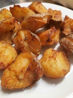 Cartofi rupți cu rozmarin și usturoi  image