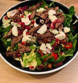Salată cu roast beef și brânză de capră image