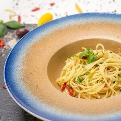 Spaghetti aglio olio e pepperoncino image